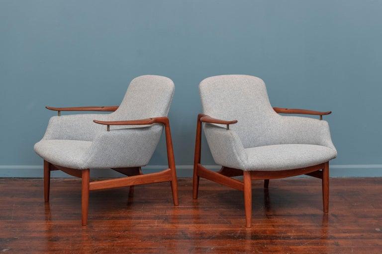 Scandinavian Modern Finn Juhl NV-53 Lounge Chairs for Niels Vodder For Sale