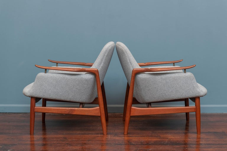 Finn Juhl NV-53 Lounge Chairs for Niels Vodder In Good Condition For Sale In San Francisco, CA