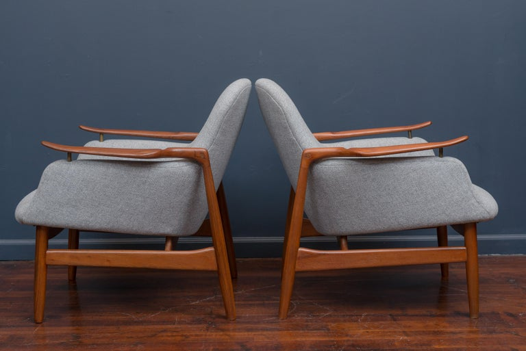 Finn Juhl NV53 Lounge Chairs for Niels Vodder In Excellent Condition For Sale In San Francisco, CA