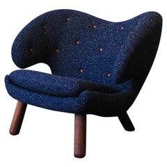 Finn Juhl Pelican Chair Blue Fabric with Buttons