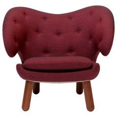 Finn Juhl Pelican Chair Garnet Kvadrat Remix