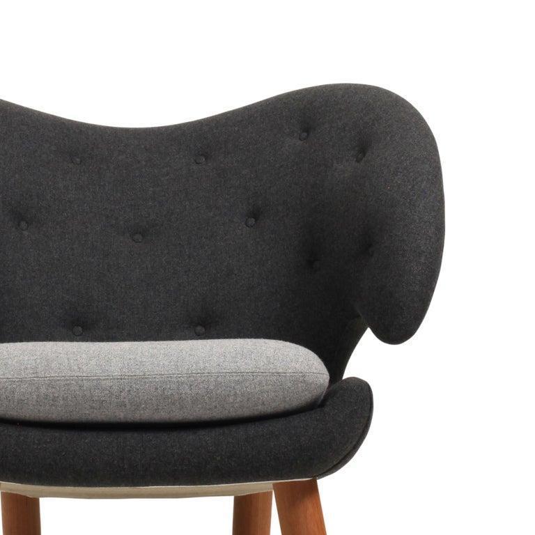 Modern Finn Juhl Pelican Chair Grey Divina Melange For Sale