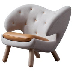 Finn Juhl Pelican Chair Grey Fabric and Leather
