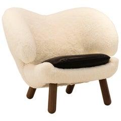 Finn Juhl Pelican Chair Skandilock Sheep and Black Leather