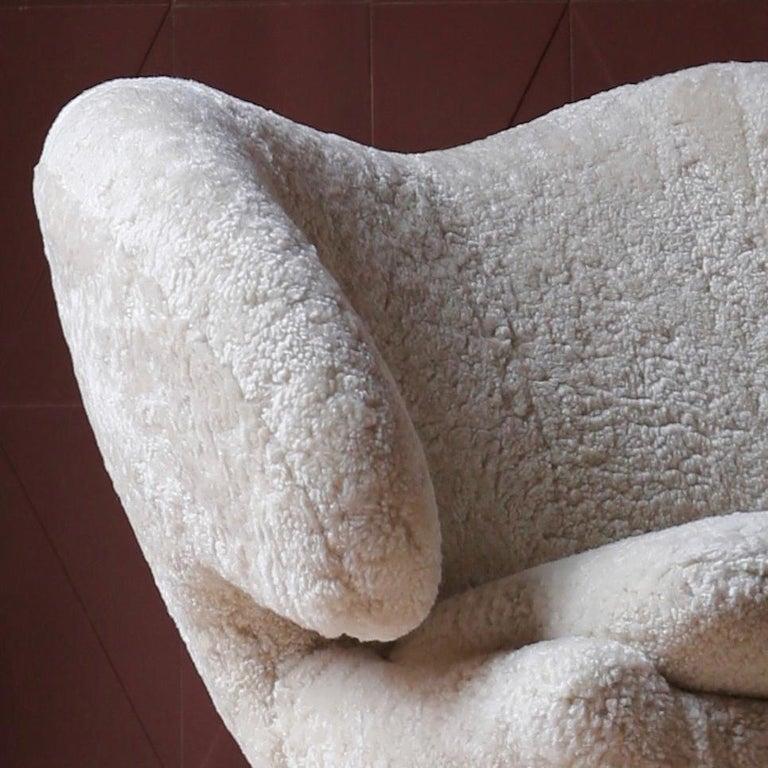 Modern Finn Juhl Pelican Chair Skandilock Sheep Moonlight, Oak For Sale