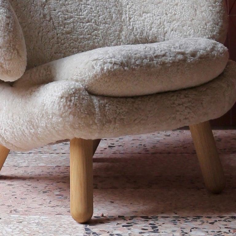Danish Finn Juhl Pelican Chair Skandilock Sheep Moonlight, Oak For Sale
