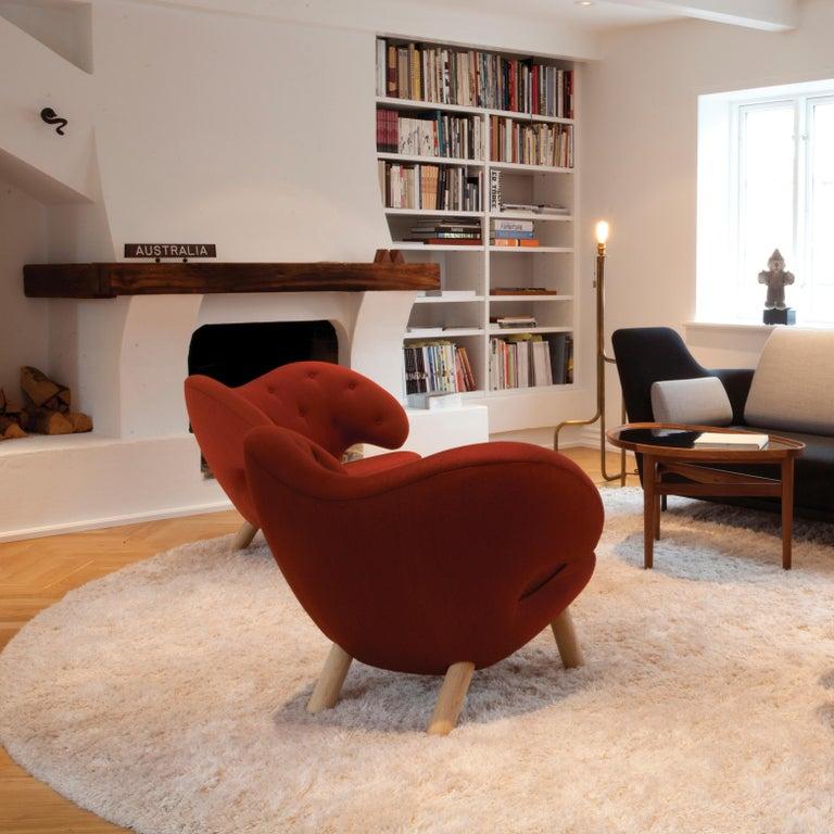 Sheepskin Finn Juhl Pelican Chair Skandilock Sheep Moonlight, Oak For Sale