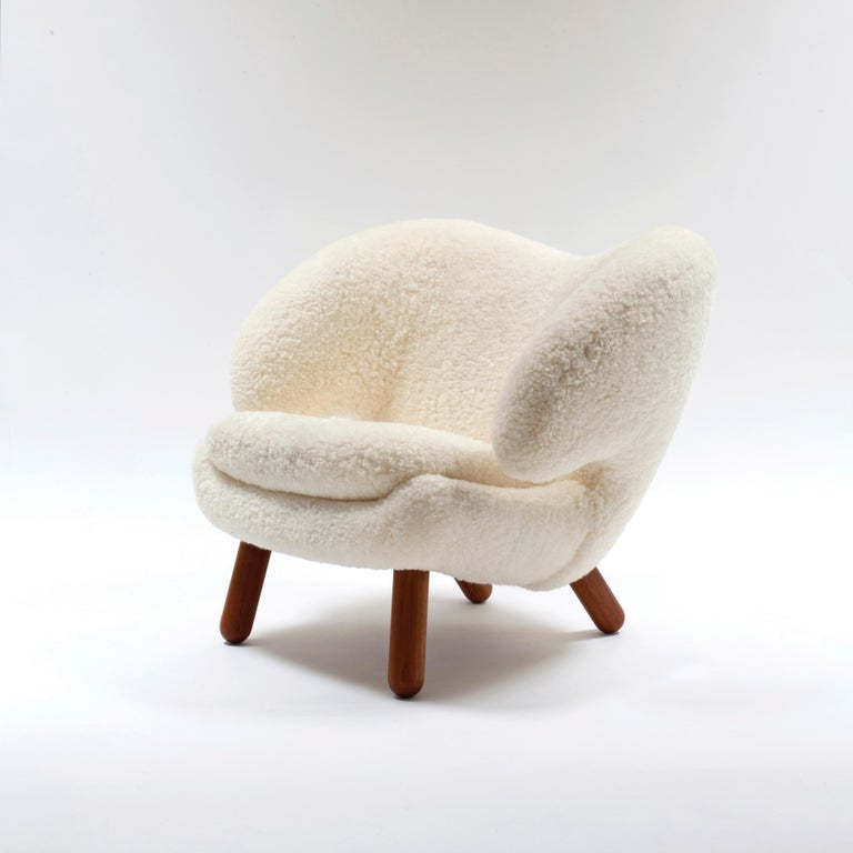 Finn Juhl Pelican Chair Skandilock Sheep Offwhite - Walnut  In Good Condition For Sale In Barcelona, Barcelona