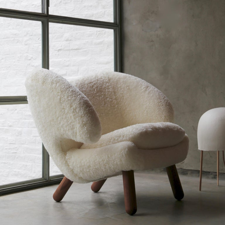 Contemporary Finn Juhl Pelican Chair Skandilock Sheep Offwhite - Walnut  For Sale