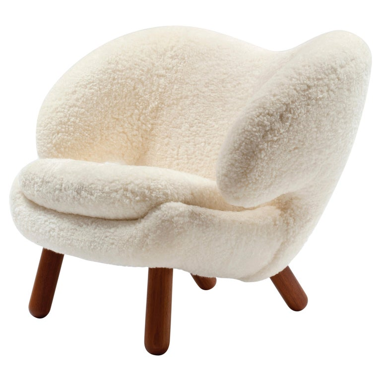 Finn Juhl Pelican Chair Skandilock Sheep Offwhite - Walnut  For Sale