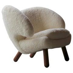 Finn Juhl Pelican Chair Skandilock Sheep Off-White, Walnut