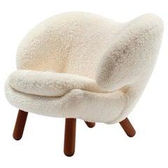 Finn Juhl Pelican Chair Skandilock Sheep Offwhite and Wood