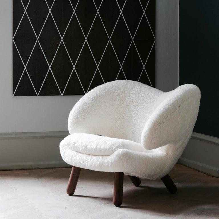 Finn Juhl Purple Pelican Chair Walnut, Purple Fabric Divina  For Sale 1