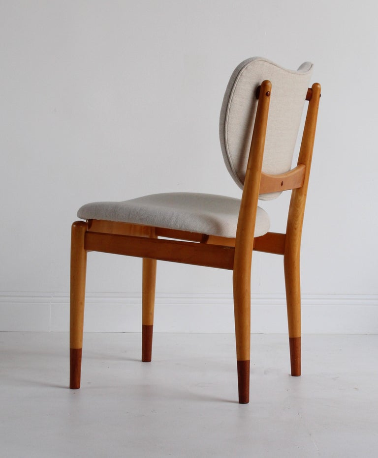 Finn Juhl, Rare Dining / Side Chairs, Maple, Teak, Beige Fabric, Denmark, 1949 For Sale 4