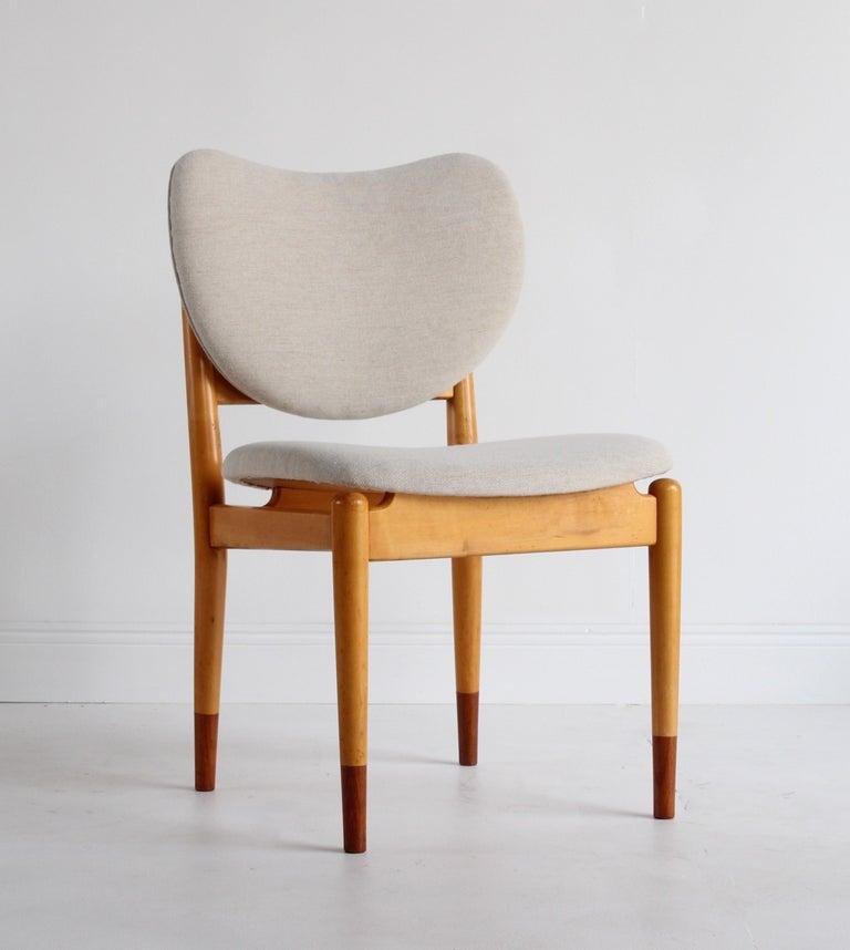 Finn Juhl, Rare Dining / Side Chairs, Maple, Teak, Beige Fabric, Denmark, 1949 For Sale 3