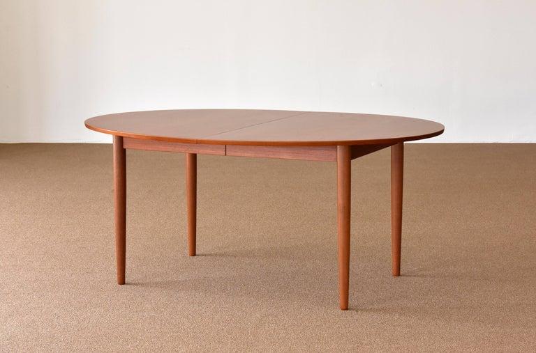 Scandinavian Modern Finn Juhl, Large Extendable Oval / Round Dining Table, Teak, Niels Vodder, 1955 For Sale