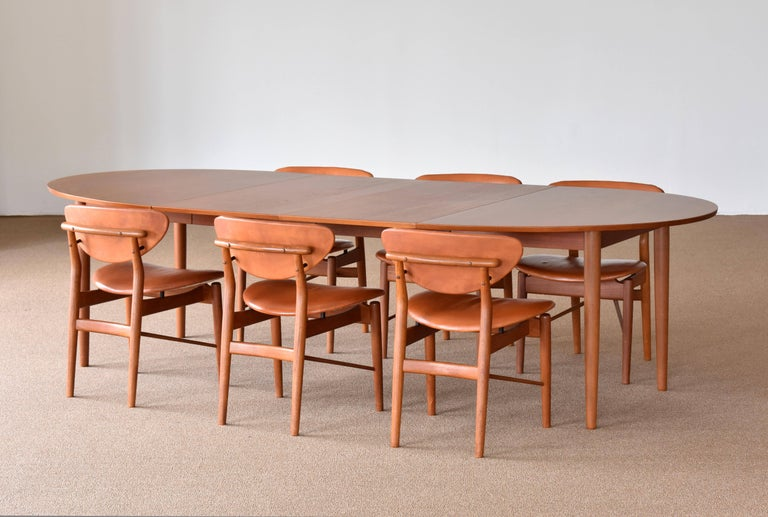 Finn Juhl, Large Extendable Oval / Round Dining Table, Teak, Niels Vodder, 1955 In Good Condition For Sale In West Palm Beach, FL