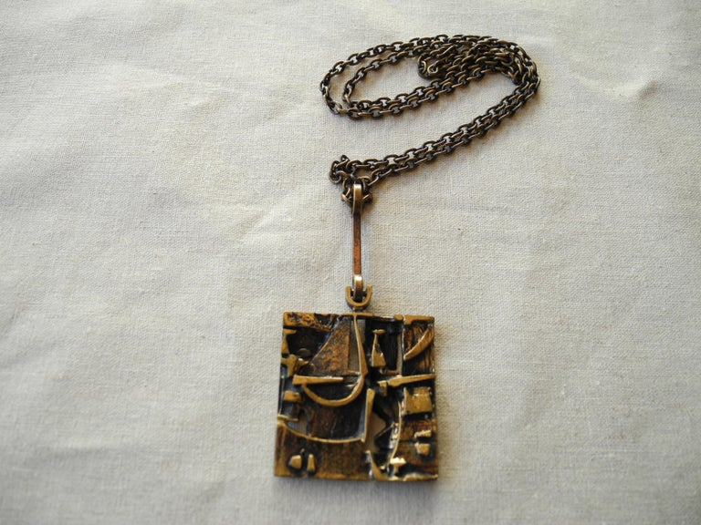 Finnish Cast Bronze Sculptural Modern Pendant and Chain by Jorma Laine, 1960s For Sale 1