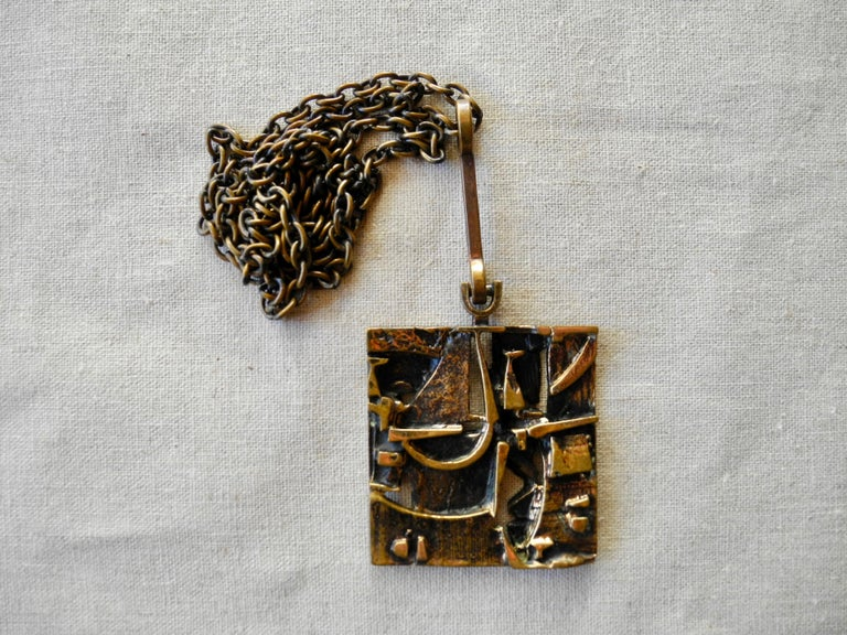 Finnish Cast Bronze Sculptural Modern Pendant and Chain by Jorma Laine, 1960s For Sale 3