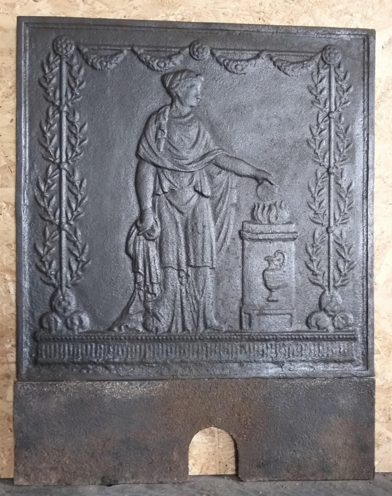 Empire fireback or backsplash, cast iron, from the Empire II period, 1804-1815. In the past, the first model to produce a fireback, was sculptured in wood. Often, a vertical or horizontal line is slightly to see, it's the sign of a plank. They