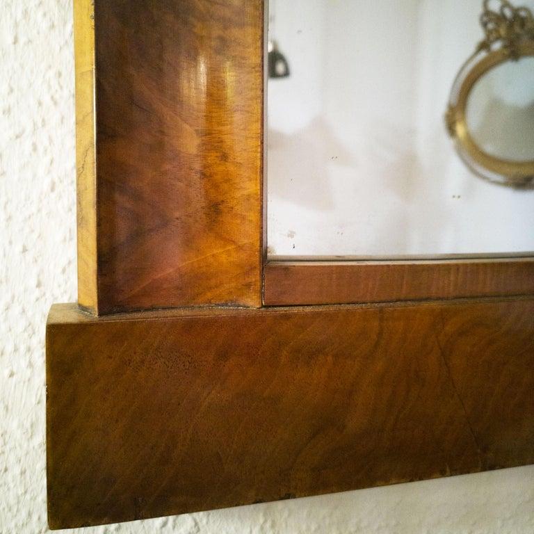 Fireplace Mirror circa 1840 Walnut Burl Wood Shellac Biedermeier / Regency In Fair Condition For Sale In Berlin, DE