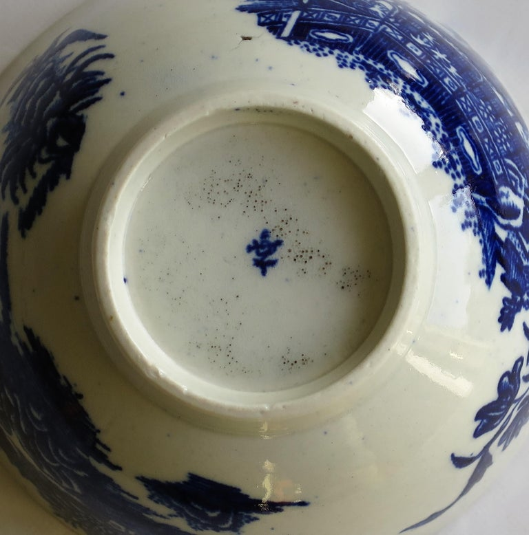 First Period Dr. Wall Worcester porcelain Blue Bowl in Fisherman Ptn, Circa 1775 For Sale 9