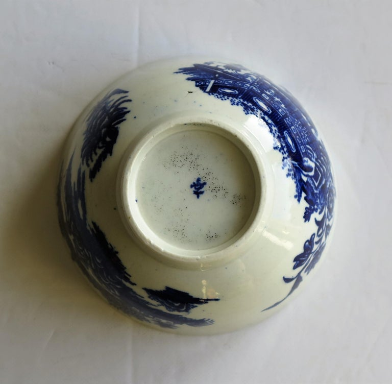 British First Period Dr. Wall Worcester porcelain Blue Bowl in Fisherman Ptn, Circa 1775 For Sale