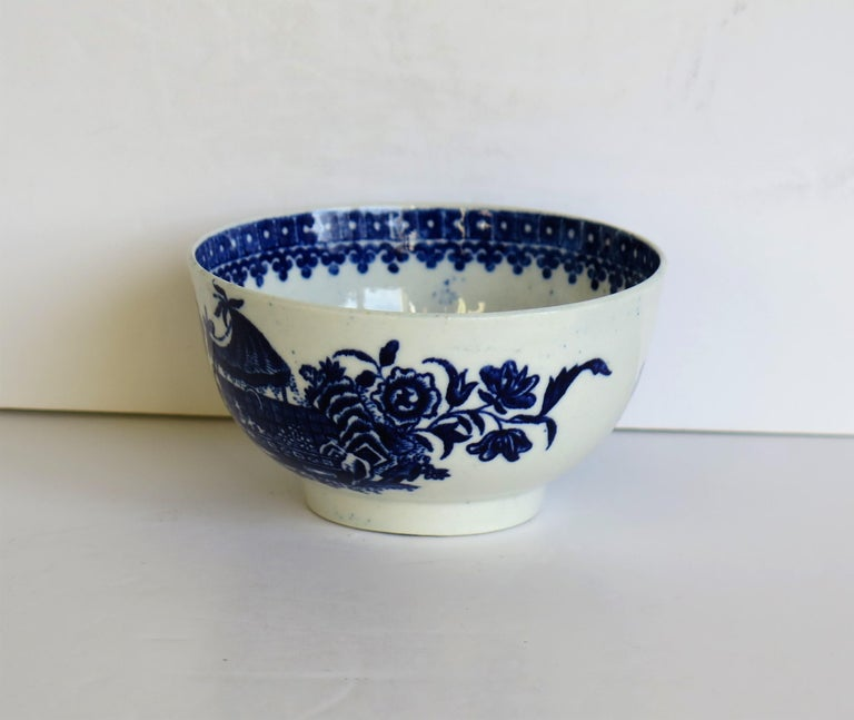 First Period Dr. Wall Worcester porcelain Blue Bowl in Fisherman Ptn, Circa 1775 In Good Condition For Sale In Lincoln, Lincolnshire