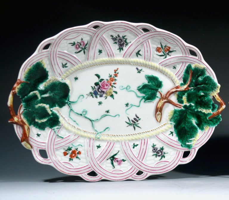 Georgian First Period Worcester Pair of Porcelain Basket Leaf Dishes, circa 1758-1760 For Sale