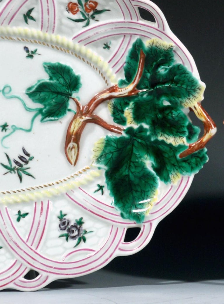 English First Period Worcester Pair of Porcelain Basket Leaf Dishes, circa 1758-1760 For Sale