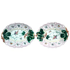 First Period Worcester Pair of Porcelain Basket Leaf Dishes, circa 1758-1760