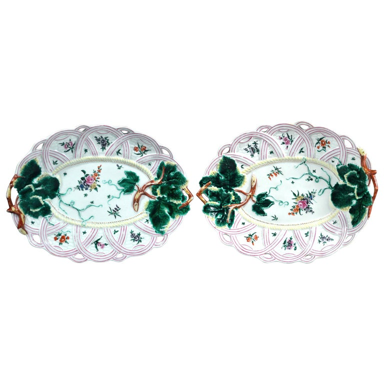 First Period Worcester Pair of Porcelain Basket Leaf Dishes, circa 1758-1760 For Sale