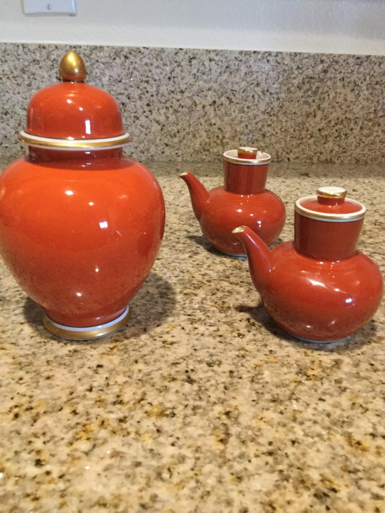 Hand-Crafted Fitz and Floyd Medaillon d'Or Pair of Cruets and Tea Ginger Jar, 1979