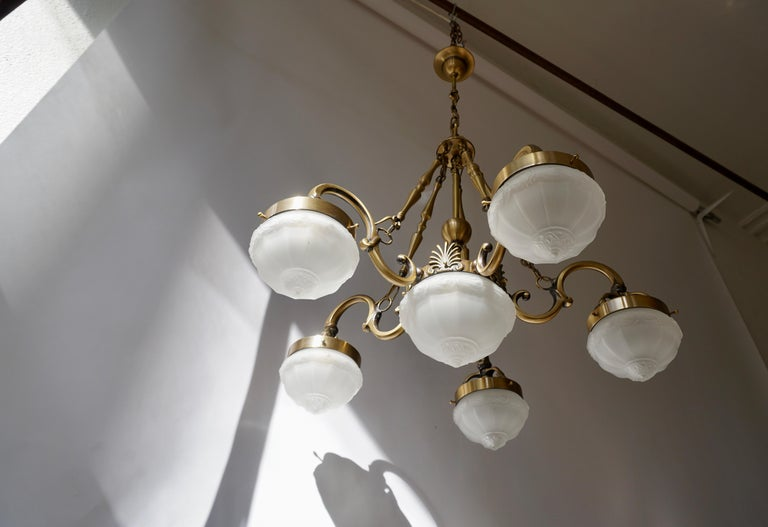 Five-Arm Bronze and Art Glass Chandelier In Good Condition For Sale In Antwerp, BE
