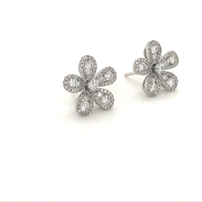 Five-Petal Diamond Flower Stud Earrings 1.36 Carat 18 Karat White Gold In New Condition For Sale In New York, NY
