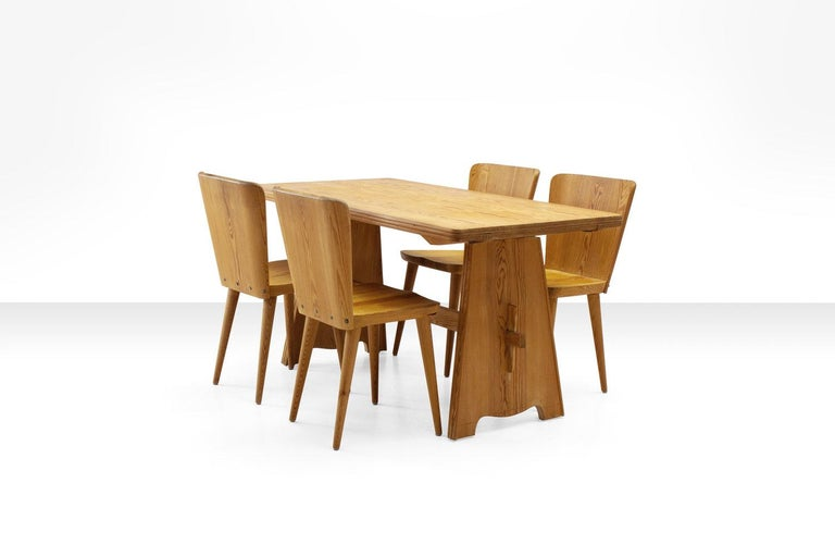 Five-piece pine dining set by Goran Malmvall for Karl Andersson & Söner, Sweden, circa 1950s. The set consists of four 510 Svensk Fur chairs and a table in solid pine. The style of the work is related to that of Axel Einar
