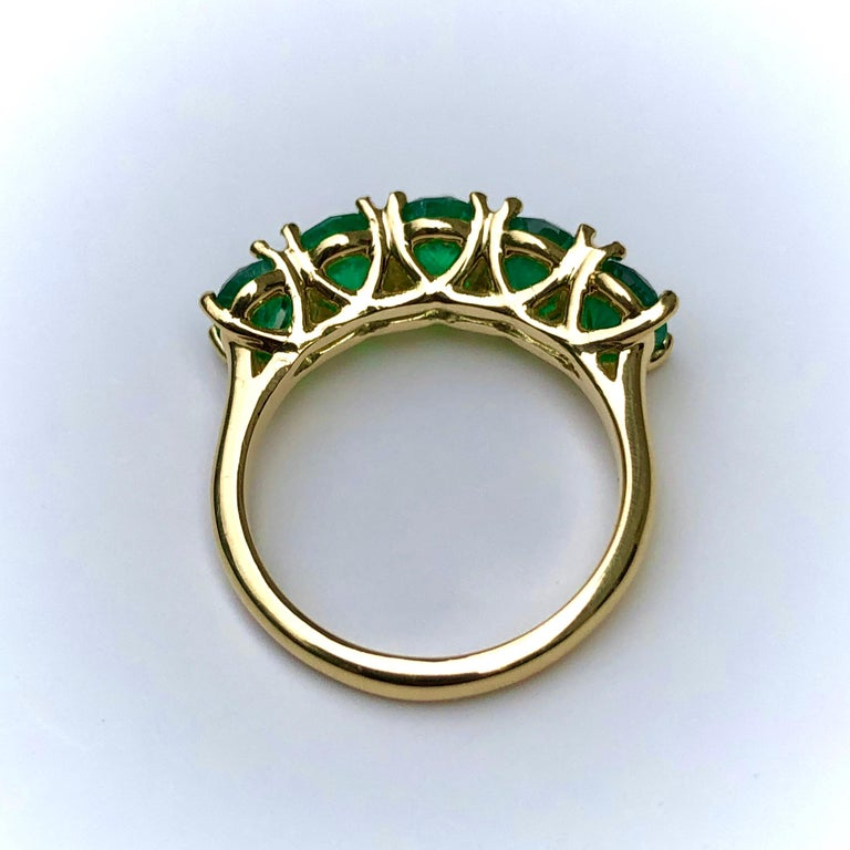 Five-Stone Colombian Natural Emerald 18 Karat Gold Ring For Sale 1