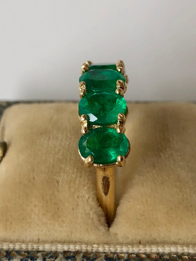 Five-Stone Colombian Natural Emerald 18 Karat Gold Ring For Sale 7