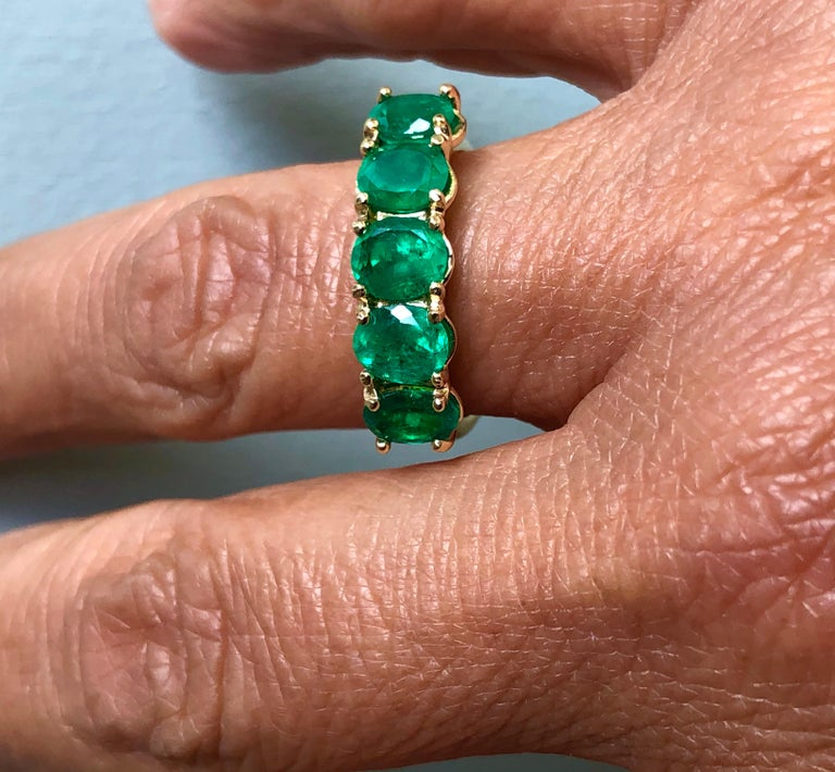 Victorian Five-Stone Colombian Natural Emerald 18 Karat Gold Ring For Sale