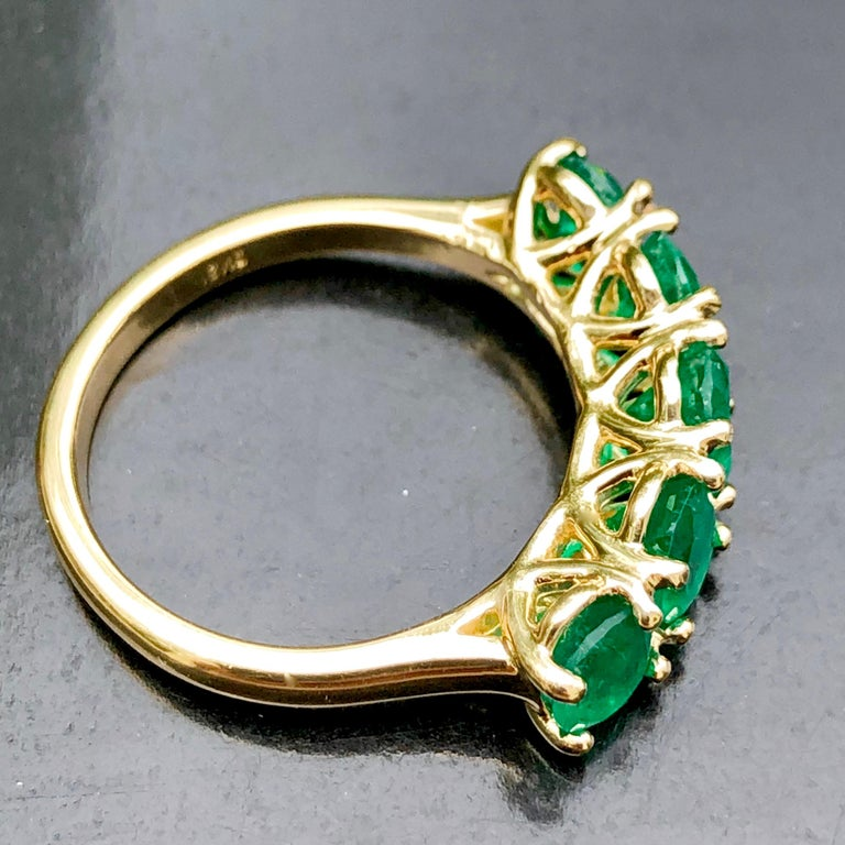 Oval Cut Five-Stone Colombian Natural Emerald 18 Karat Gold Ring For Sale
