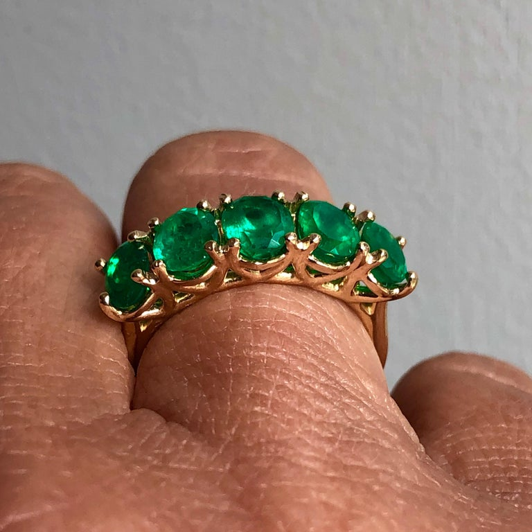 Five-Stone Colombian Natural Emerald 18 Karat Gold Ring For Sale 4