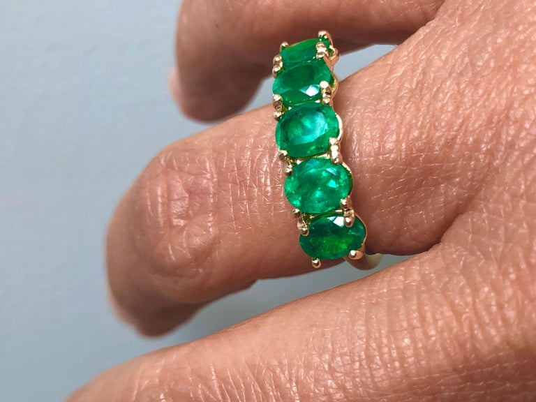 Five-Stone Colombian Natural Emerald 18 Karat Gold Ring For Sale 6