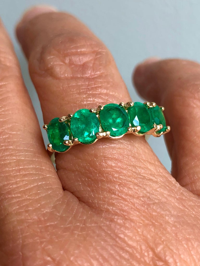 Five-Stone Colombian Natural Emerald 18 Karat Gold Ring For Sale 3