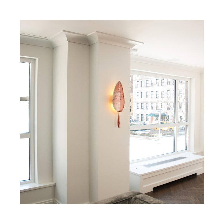 """""""Flame"""" Contemporary Wall Sconce, Rose Silvered Glass, Brass, crystal drop In New Condition For Sale In Pietrasanta, IT"""