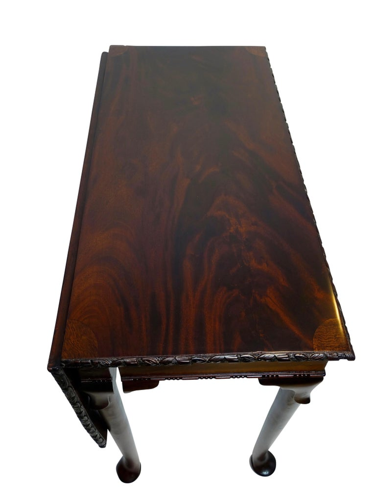 Flame Mahogany Drop-Leaf Game Table, American Early 19th Century For Sale 8