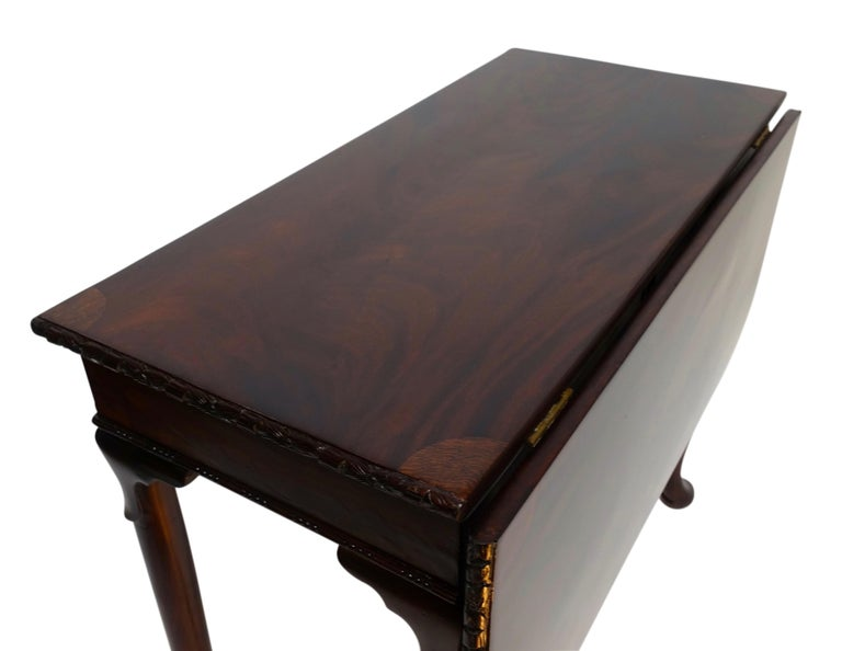 Flame Mahogany Drop-Leaf Game Table, American Early 19th Century In Good Condition For Sale In San Francisco, CA