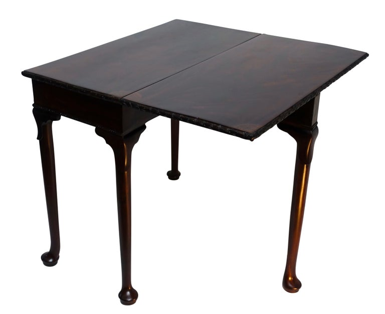 Flame Mahogany Drop-Leaf Game Table, American Early 19th Century For Sale 1