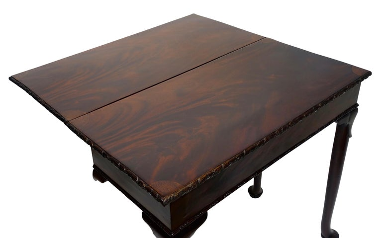 Flame Mahogany Drop-Leaf Game Table, American Early 19th Century For Sale 4