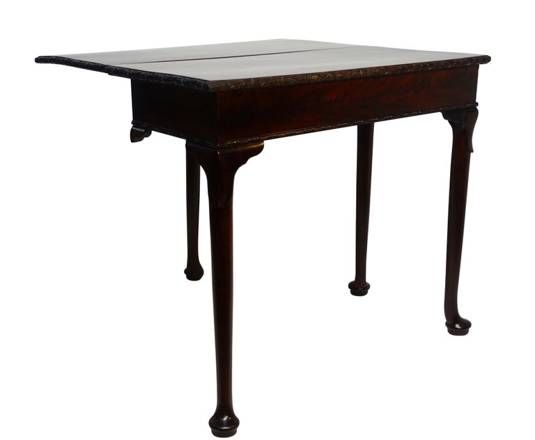 Flame Mahogany Drop-Leaf Game Table, American Early 19th Century For Sale 5