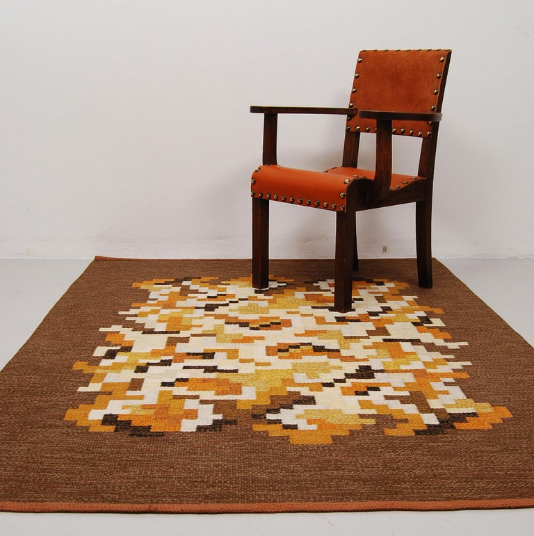 """Vintage Swedish flat-weave carpet """"Korall"""" by Erik Lundberg for Vävaregården i Eringsboda, Sweden. Fields in beige, white, black, yellow and orange. Handwoven in wool and signed with monogram. This carpet is in very good vintage condition with no"""